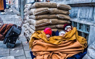 Des enfants frissonnent au bureau de l'asile à Bruxelles